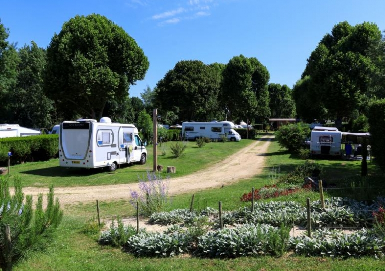 Camping les Nobis d'Anjou - Flower Campings  Camping acceptant les chiens ok chien Montreuil-Bellay