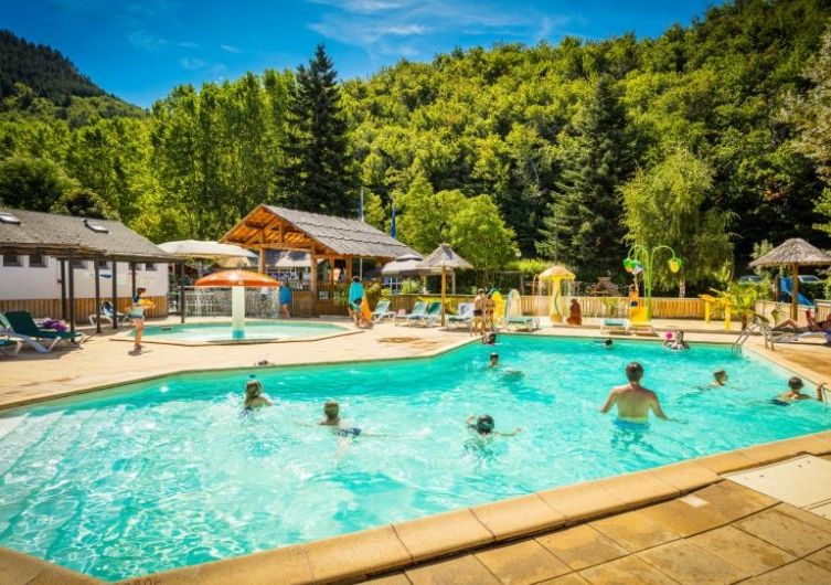 Camping Le Pont du Tarn - Flower Campings Camping acceptant les chiens ok chien Florac Trois Rivieres